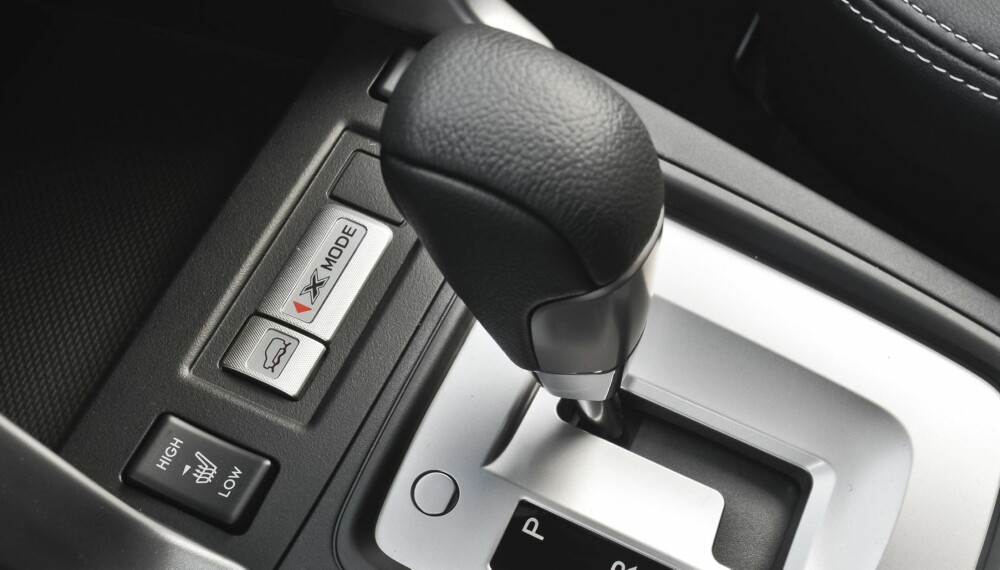 X-MODE: Endelig kan Forester fås med kombinasjonen diesel og automatgir. I tillegg kan modellene med Lineartronic automatgir fås med X-Mode osm gir bedre fremkommelighet på vanskelig underlag i hastigheter under 40 km/t. FOTO: Subaru
