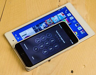 NETTBRETT: Her er iPhone 6 Plus lagt over en Xperia Z3Tabler Compact for å vise hvor stor den er.