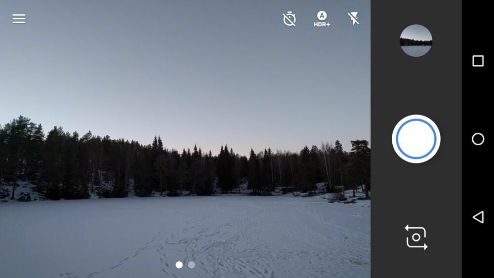 I Google Camera kan du trykke på de tre strekene oppe i venstre hjørne for å åpne menyen, eller sveipe fingeren inn fra venstre.