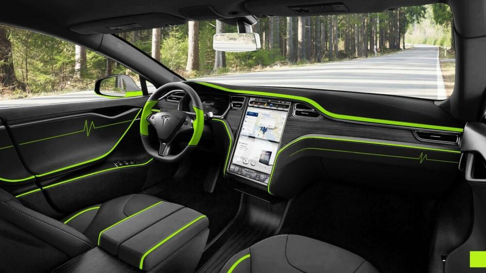LITT EKSTRA: Hvis du vil ha litt ekstra farger i en Model S, kan denne Mansory-versjonen kanskje være et alternativ.