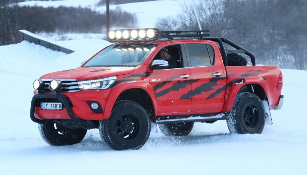 """HILUX: Denne Arctic Trucks-ombygde versjonen av nye Toyota Hilux har dukket opp i Norge lenge før offisiell lansering. Bilen skal være med i """"Børning 2"""". FOTO: Arctic Trucks"""