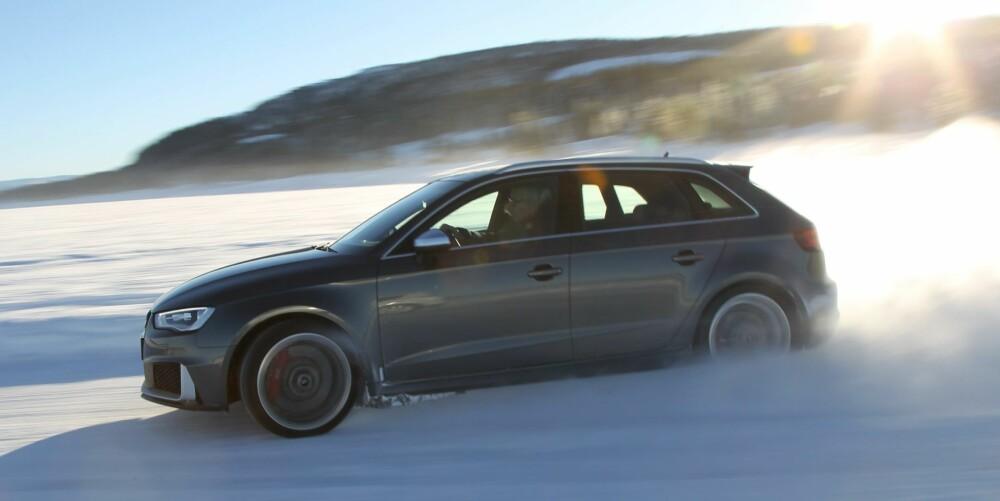QUATTRO: Med firehjulsdrift er RS3 en sportsbil for norsk klima. Perfekt til isbanekjøring!