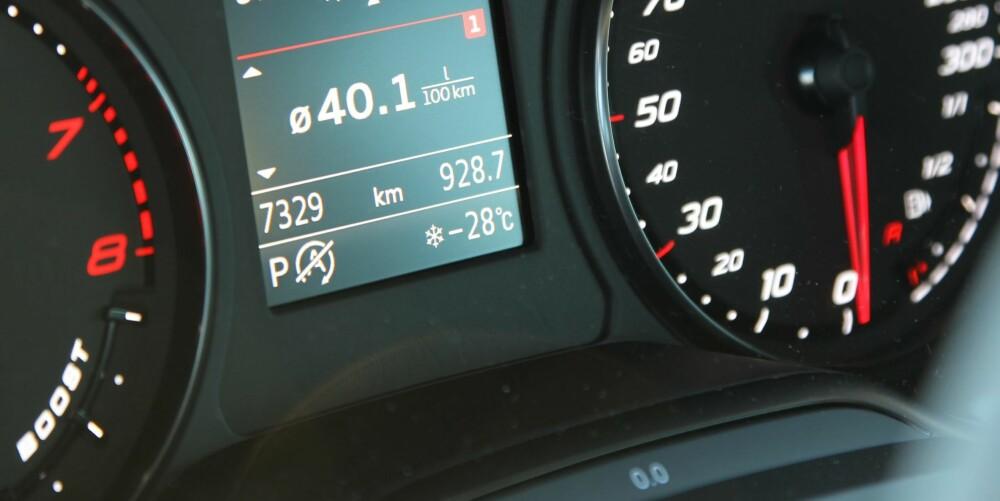 FRISKT OG DEILIG: 28 kuldegrader er ingen hindring for å more seg på isen. Kaldt ute, varmt og godt inne.
