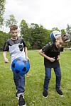 Marcus og martinus spiller fotball