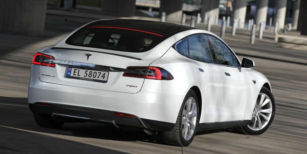 PÅ FEMTE: Tesla må se seg slått av Mercedes-Benz, men er foran både BMW, Audi og Volvo, og er i følge Forbrukerrådet merket med den femte beste nybilgarantien i Norge i dag.