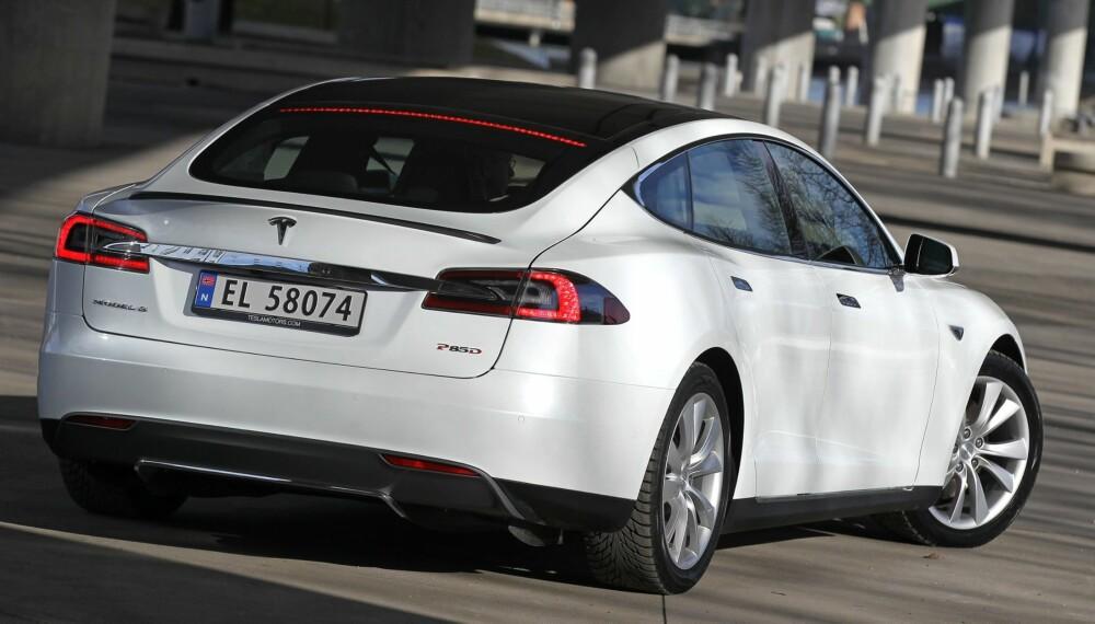 TESLA: Tesla Model S Performance kan nå fås med 90 kWh-batteripakke og Ludicrous Mode. FOTO: Petter Handeland