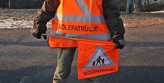 SYNES GODT: Skolepatruljens uniform er oransje eller selvlysende gul. FOTO: Trygg Trafikk