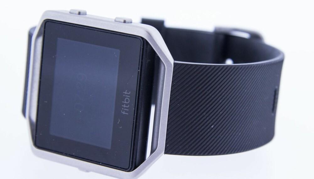 DELTE MENINGER: Hvorvidt Fitbit Blaze er pen eller ei er det delte meninger om. Vi likte den godt, men ser at den kan være litt for maskulin for enkelte.