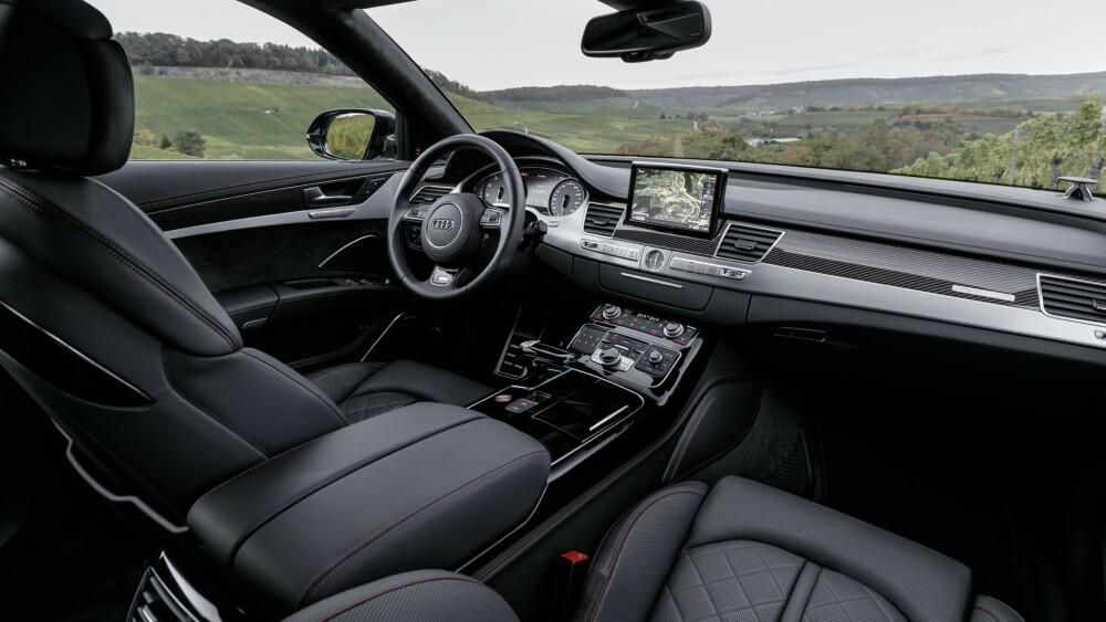 RASK: Herfra kan du kjenne akselerasjonen fra 0–100 km/t på 3,8 sekunder, 0,3 sekunder raskere enn den vanlige Audi S8