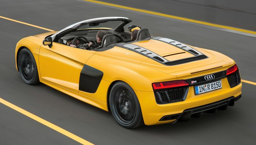R8: Rett bak de to setene sitter den ti-sylindrede FSI-motoren på 5,2 liter som yter 540 hk.