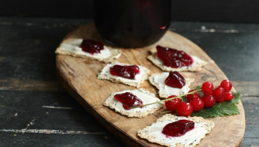 HJEMMELAGET RIPSGELÉ: Perfekt å servere på jentekvelden sammen med ost og kjeks.