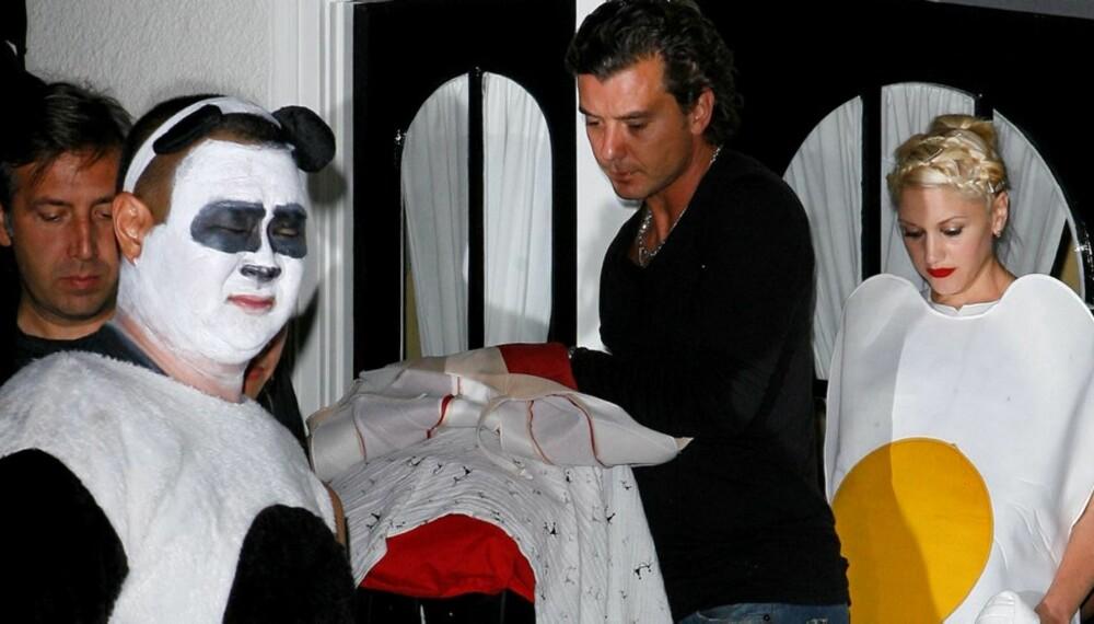 FROKOST: Gwen Stefani og Gavin Rossdale serverte de andre gjestene frokost i form av sine kostymer.