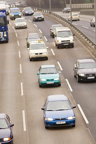 VENSTREORIENTERT TRAFIKK: Selv om vi har høyrekjøring i Norge, konsentrerer trafikken seg i de venstre feltene på motorveiene.