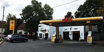St1 er Norges billigste bensinstasjonskjede på landsbasis, men det er store lokale forskjeller. Essostasjoner, for eksempel, er både billigst og dyrest i Oslo.