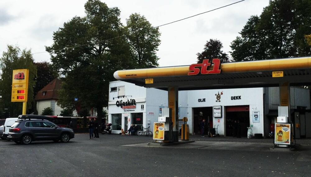 BILLIGST: St1 er Norges billigste bensinstasjonskjede på landsbasis, men det er store lokale forskjeller. Essostasjoner, for eksempel, er både billigst og dyrest i Oslo.