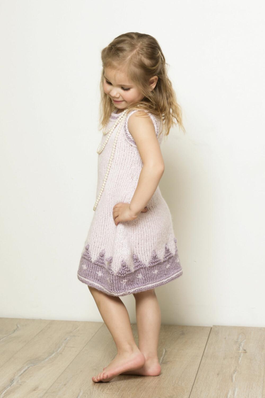 SØT KJOLE: Kjolen som blir til tunika når hun vokser.