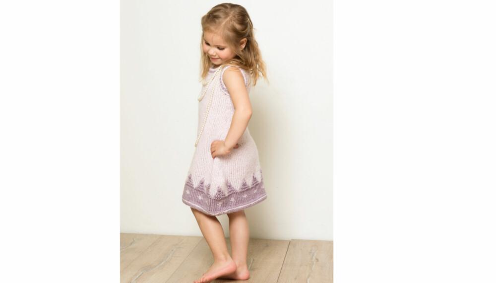 SØT KJOLE: Kjolen som blir tunika mens hun vokser.