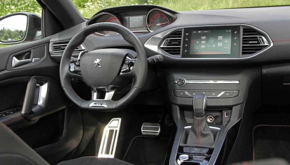 FAVORITT: Peugeot 308 GT er blant våre favoritter. Ikke bare er den praktisk, den er morsom å kjøre også. FOTO: Petter Handeland