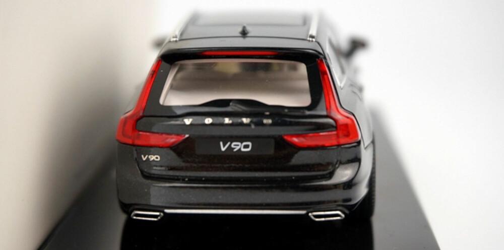 HØYE LYKTER: Baklyktene følger Volvo-trenden med å strekke seg helt opp til taket. Foto: Carnewschina.com
