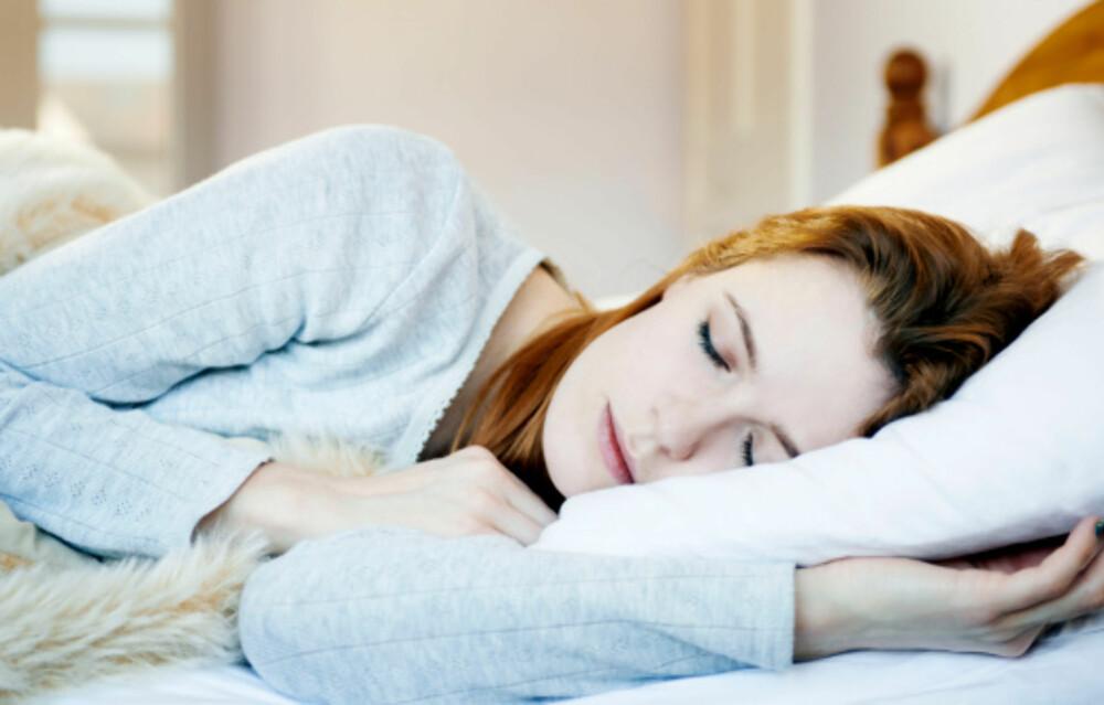 VIL DU HA EN GOD NATTS SØVN?: Styr unna elektronikk, sett en lavendelplante på soverommet og trekk for gardinene.