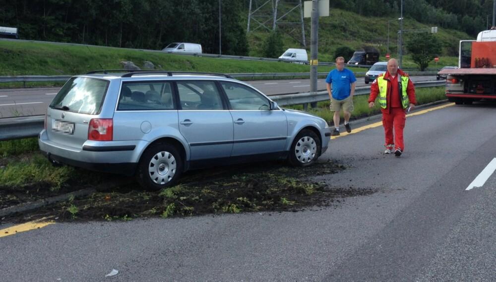 SMÅSMELL: Ifølge statistikken var dette bare en av de nesten 900 andre skadene denne dagen i Norge. Her kan du legge merke til forskjellen mellom personen uten vest og den med. Kjører du i 80 km/t, vil du trolig ikke legge lett merke til personen med blå T-skjorte. FOTO: Terje Haugen