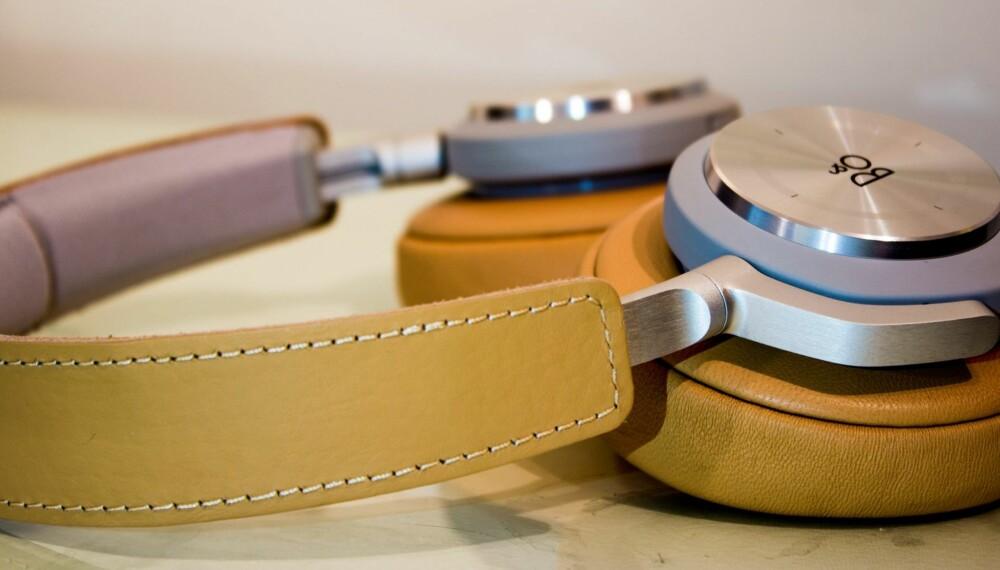 HÅNDVERK: BeoPlay H7 fra Bang & Olufsen er lekker dansk design kombinert med god lyd.