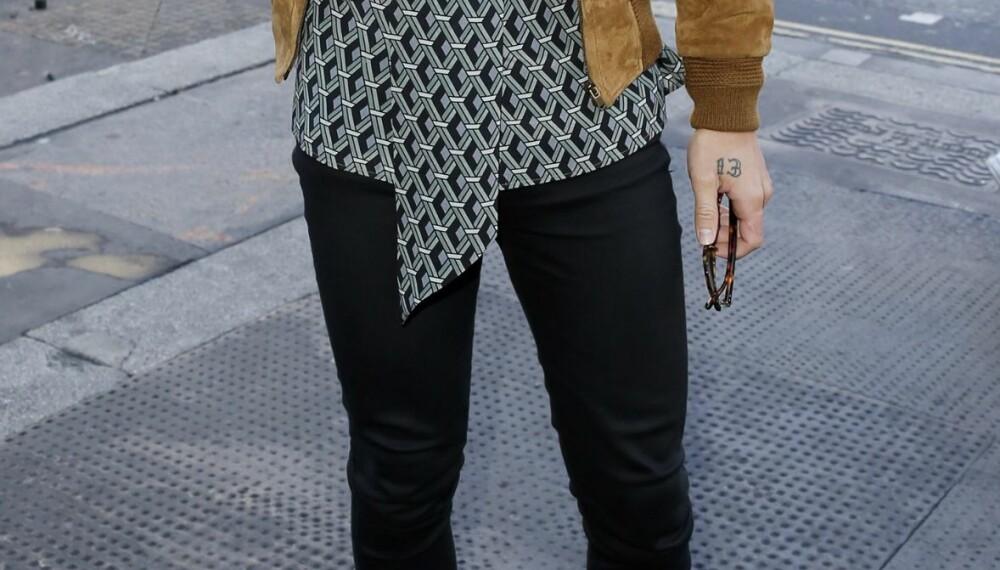 SKINNY JEANS: Stylist og motejournalist Lars Midtsjø mener ikke skinny jeans hører hjemme i en herregarderobe. - Det ser ut som en strømpebukse, sier han.