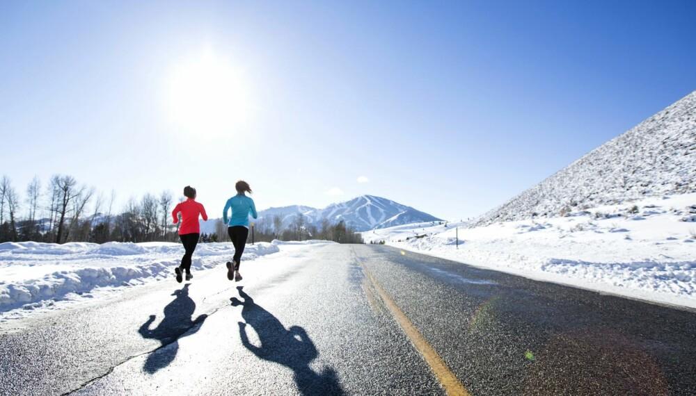 LYTT TIL KROPPEN DIN: Knær og akilles er ekstra følsomme for kulde. Kjenner du at du får problemer med noen av disse områdene av å løpe i kulda, bør du redusere løpemengden eller dekke disse områdene bedre med ekstra tøy.