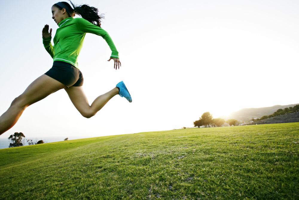 VARIER LØPINGEN: Det er viktig å unngå lapskaustrening, altså halvharde økter som alltid gjennomføres i samme gir. Variasjon i intensiteten må til fordi musklene trenger å utfordres på forskjellige måter.