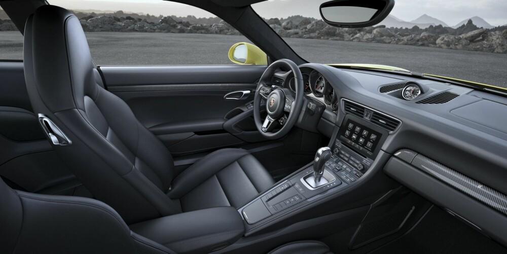 THE OFFICE: Det nye rattet i 911 Turbo er inspirert av rattet i superhybriden 918 Spyder. Klokken fire kan du skimte den vridbare bryteren der du kan velge kjøremodus.