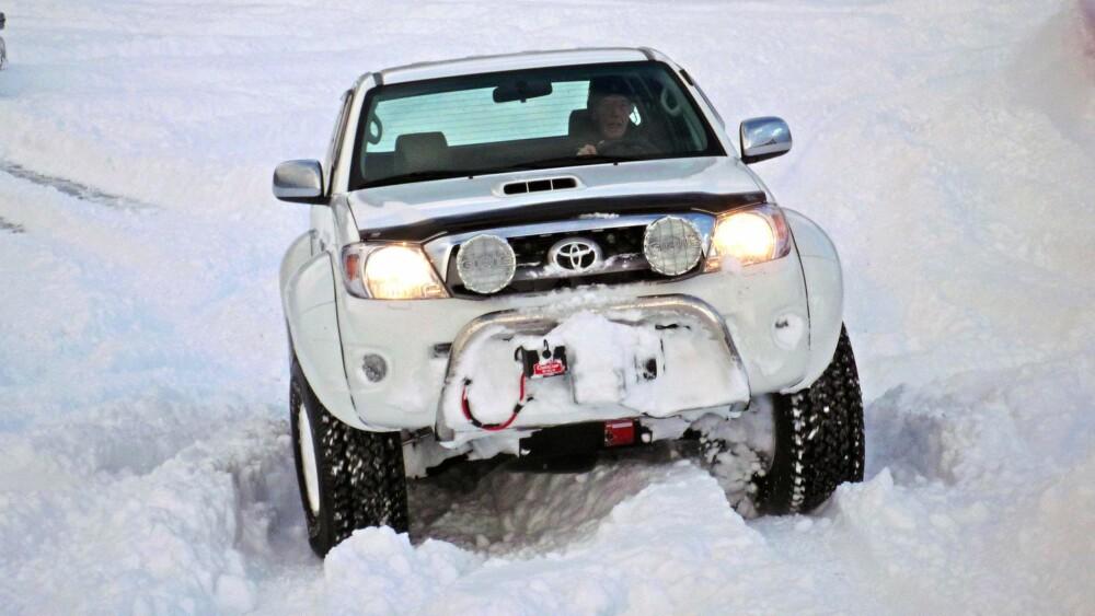 DEKKTRYKK: Skal du kjøre i dyp snø er dekktrykket svært avgjørende for fremkommeligheten. FOTO: Martin Jansen