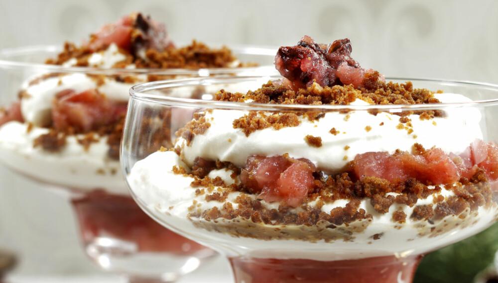 LAG I EN FEI: Denne desserten er superrask å lage - og himmelsk å spise! Du kan også kjøpe ferdig eplemos. Da beregner du 1½ dl mos til denne oppskriften.