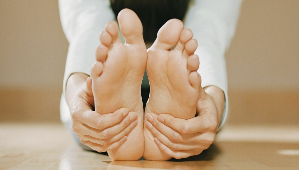 TAR BORT HVERDAGSSTRESSET: Å trene yoga kan gi deg en flyt mellom kropp og sinn. Vi tar en pause fra hverdagsstresset, og lærer oss å bli litt mer til stede i hverdagen.