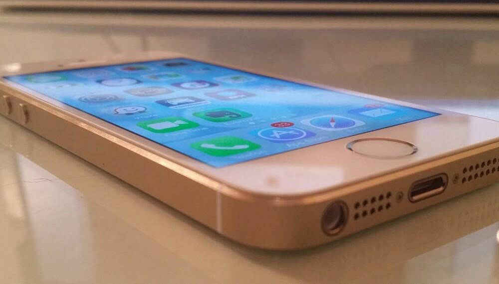 NY: iPhone 5S er Apples nye toppmobil. Visuelt er den kliss lik forgjengeren iPhone 5.