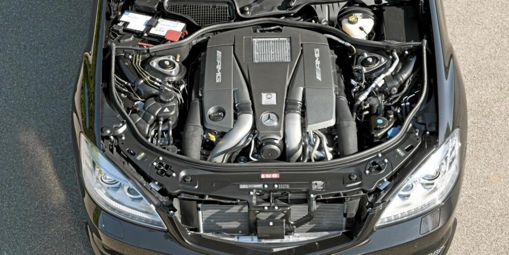 MESTERVERK: Den 5,5 liter store V8-en tvangsmates av to turboer. Resultatet er ordentlig heftig - samtidig som den er imponerende nøysom.