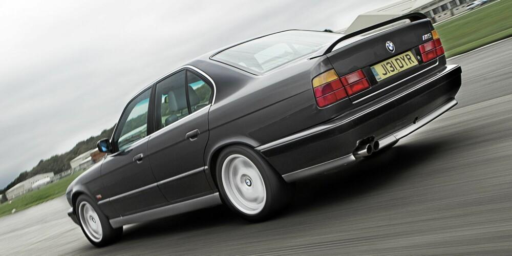 M5: BMW M5 E34 ble langt mer brutal enn forgjengeren E28.