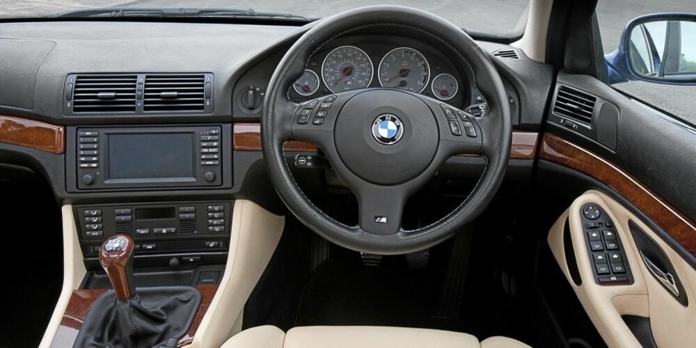 FØRER: Klassisk BMW-interiør.