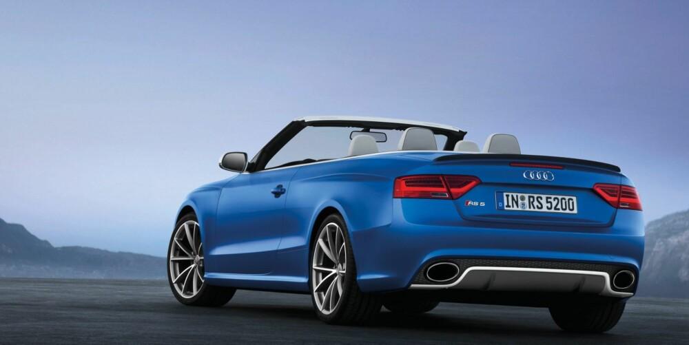 KRAFTIG SIGNAL: RS 5-logoen og to fete ovale eksosrør integrert i støtfangeren gir klar beskjed til bilene bak. Foto: Audi