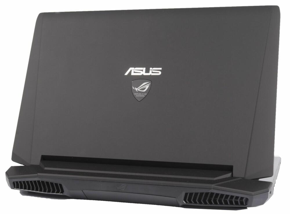 STILIG: Matte flater og skarpe kanter gir Asus ROG G750JM (T4012H) et tøft utseende som passer godt til PC-en.