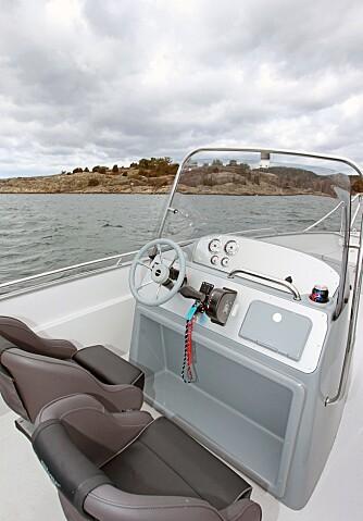 SOM STØPT: Bøttestoler med god støtte og god polstring er viktig i en kjørebåt som Eagle 630. FOTO: Petter Handeland