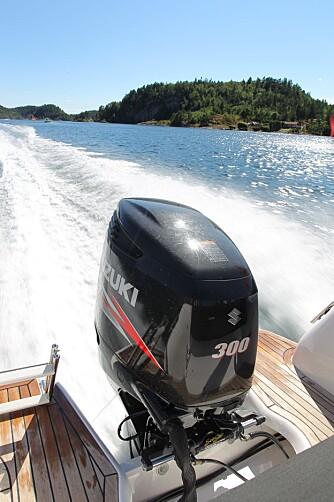 SNILL: forbruket på Suzuki DF300 har ligget mellom 1,2-1,4 liter per nautisk mil og variert fra 8 til 22 liter i timen. FOTO: Terje Bjørnsen