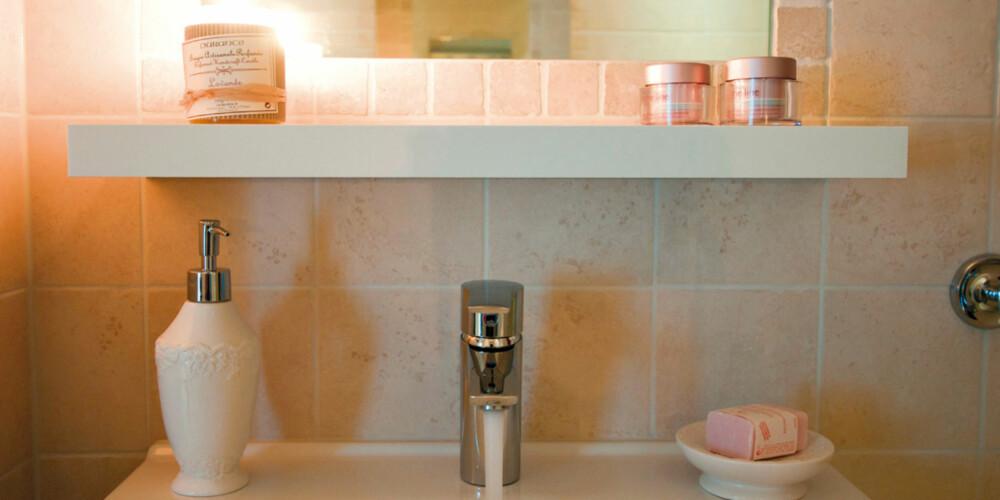 HYGGE: Koselige interiørdetaljer og duftlys setter prikken over i´en på badet.