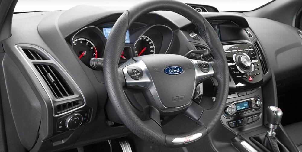 MYE: Litt mye knapper kanskje, men det tåler vi i ST. FOTO: Ford