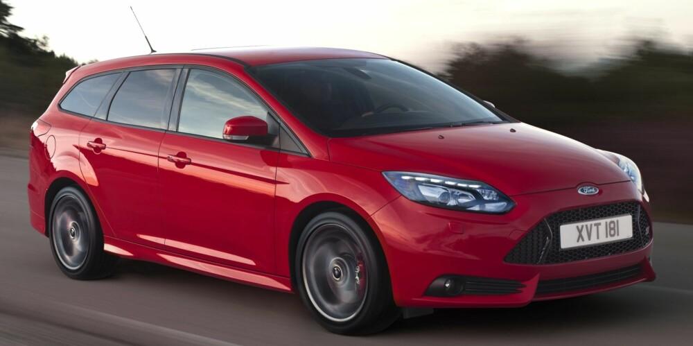 SUPER BIL: Vi mener Ford Focus ST er noe av det nærmeste man kommer den ultimate bilen. FOTO: Ford