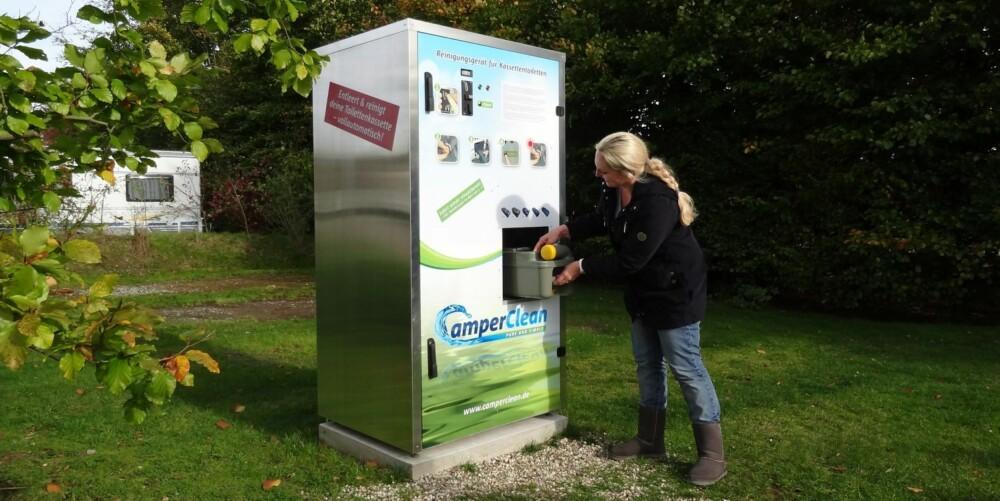 KVINNEVENNLIG LØSNING: Dette er kanskje det som må til for å få kvinnene til å tømme bobil-doen - en maskin som faktisk gjør hele drittjobben for et par euro. FOTO: Camper Clean