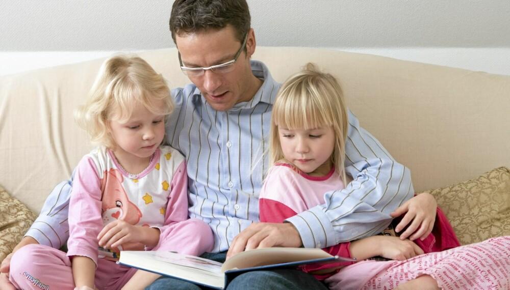 SKAP LESEGLEDE: Fortsett å lese for barna selv om de kan lese selv. Det gir fellesskapsopplevelse, skaper tilhørighet og gir dere felles referanser.