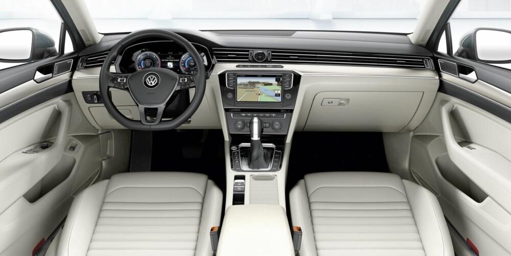 MER UTSTYR: Nyheten som kommer på seinhøsten, skal ha mer utstyr som standard enn den Passat-generasjonen som fortsatt er i salg. FOTO: VW