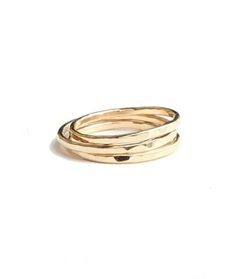 RINGER: Enkle gullringer er det perfekte tilbehøret til blondekjolen. Stacking ring fra The Hatters, kr 322 pr stk.
