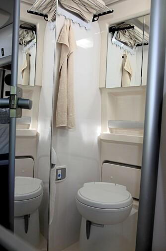 STORT NOK: Toalettet er av grei størrelse - like stort som i mange vanlige bobiler. FOTO: Egil Nordlien HM Foto