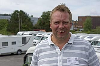 SKILLER: Daglig leder Morten Axel Myhre hos Stamsaas Fritid skiller mellom bobiler og bybobiler. FOTO: Geir Svardal